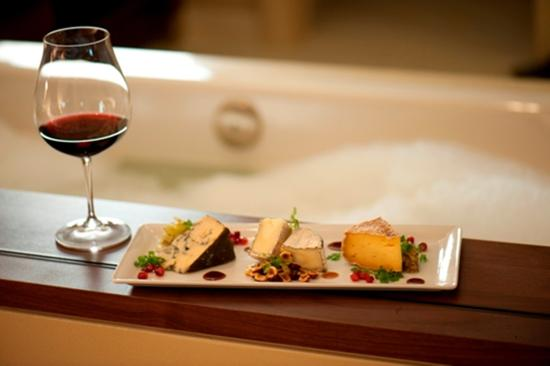 Allison Inn & Spa: Wine Cheese