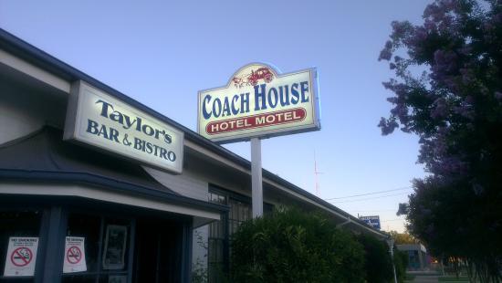 Coach House Motel Photo
