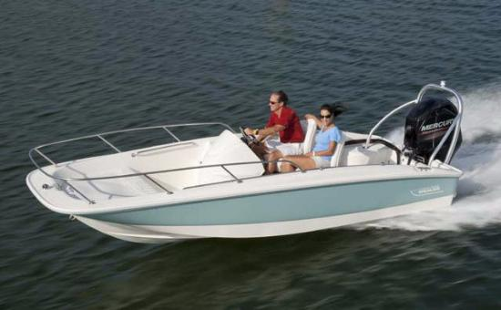 Beachside Motel: Fishing boat rentals are available at the nearby marina