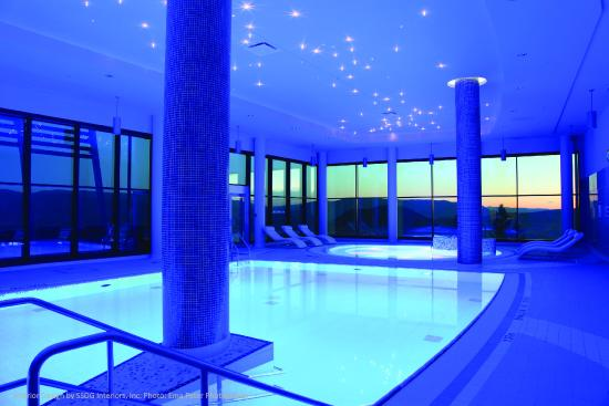 Sparkling Hill Resort: Indoor Pool