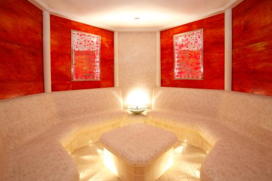 Sparkling Hill Resort: Rose Steam Room