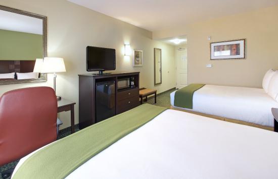 Covington, TN : Queen Bed Guest Room