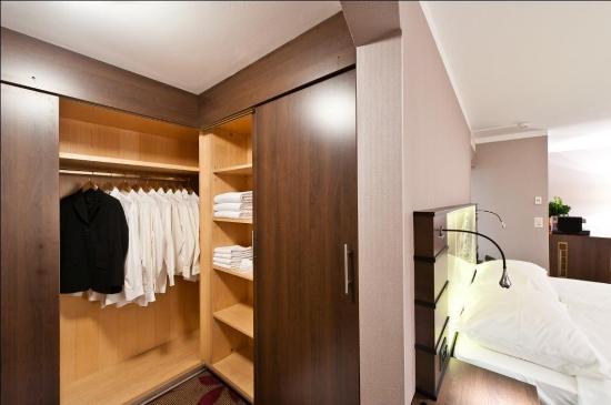 Hotel Ascot: Deluxe Junior Suite Walk In Closet