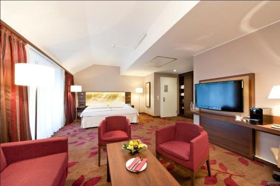 Hotel Ascot: Deluxe Junior Suite Sitting Area