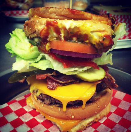 Port Perry, Canadá: Grilled Cheeseburger with bacon and cheese!!