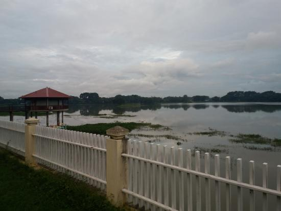 Yangon Region, Μιανμάρ:  Win Unity Hotel Bungalow Rooms Lake View
