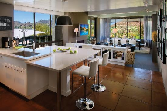 Paradise Valley, AZ: Gallery Kitchen