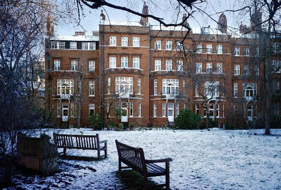 Draycott Hotel: Garden In Snow