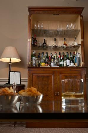 Draycott Hotel: Honesty Bar