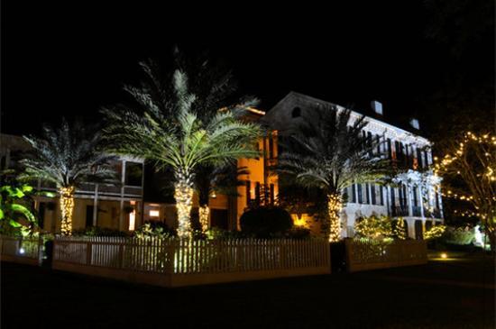 Nottoway Plantation Resort: Walkway At Night