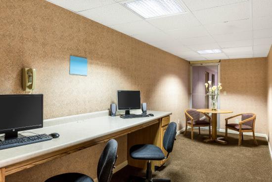 Triadelphia, WV: Business Center