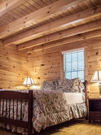 Point Lookout Resort: Cabin Bedroom