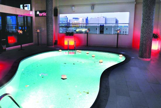 Ramada Abu Dhabi Downtown: Cristal Spa Outdoor Pool