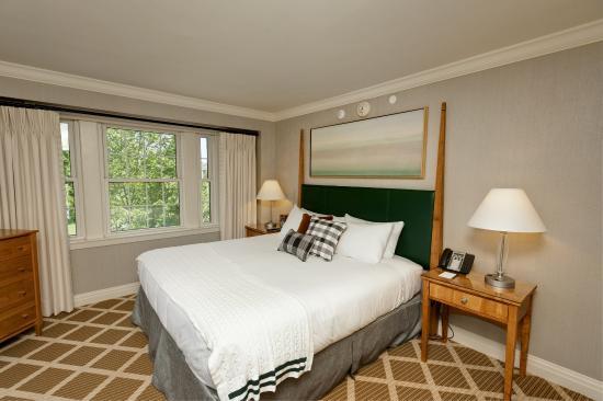 Hanover, NH: Suite King Bedroom