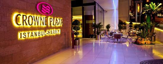 Crowne Plaza Istanbul - Harbiye: Entrance