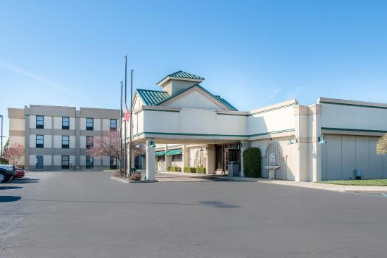 Holiday Inn Express Suites Monroe
