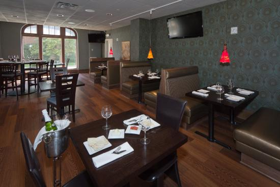 DoubleTree by Hilton The Tudor Arms Hotel: The Canopy Mediterranean Grill