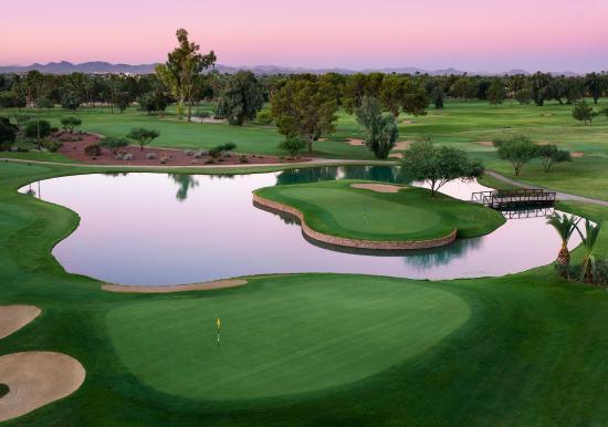 Litchfield Park, AZ: Island Green Patriot Course