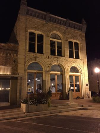 Hallet Oak Gallery - A Center for Arts and Entertainment in Downtown Hallettsville!