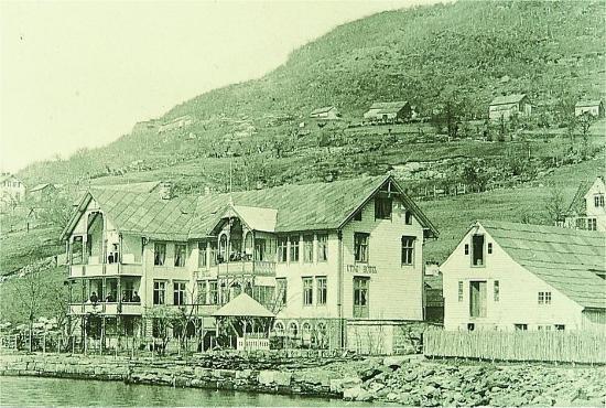Hotel Ullensvang: Exterior