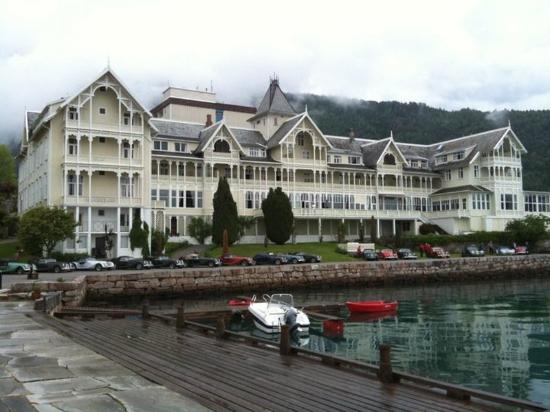 Kviknes Hotel: Exterior