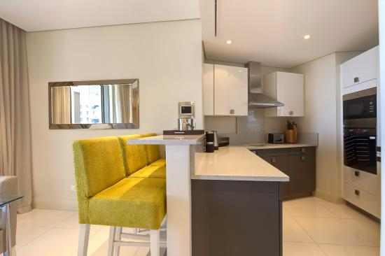 Lawhill Luxury Apartments: Kitchen