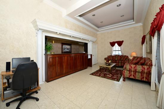 Muscle Shoals, AL: Business Center and Lobby
