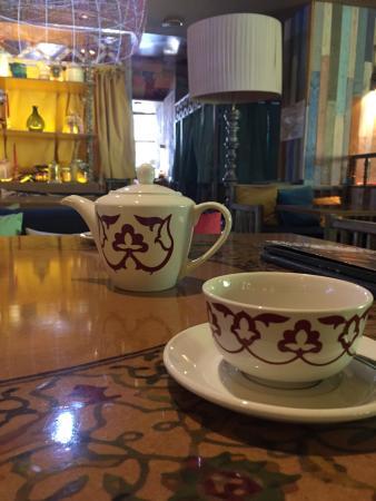 Chayhana Matur Lounge: Чаи в чайничках по 400-500. Цена 200 р (зеленый, черный) 380 р (с добавками: облепих, имбир, про
