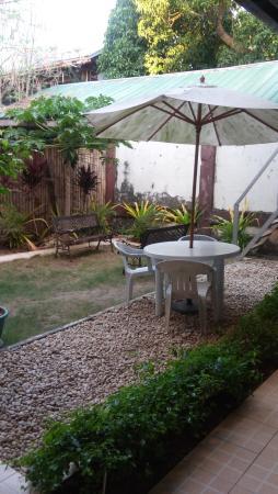 Duchess Pension: garden area