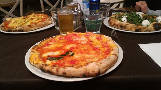 Regina-Margherita Lounge and Restaurant: Arrivata la pizza