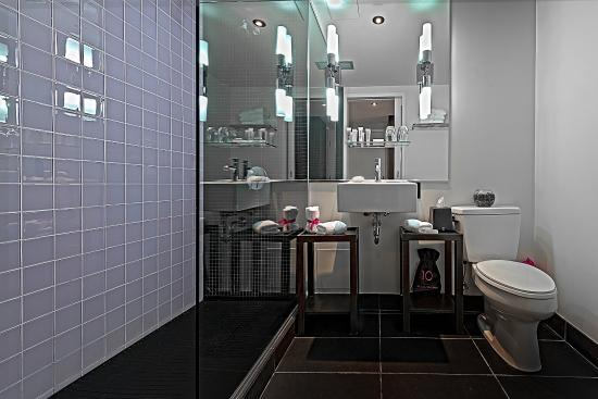 Hotel 10: Privilege Room Bathroom