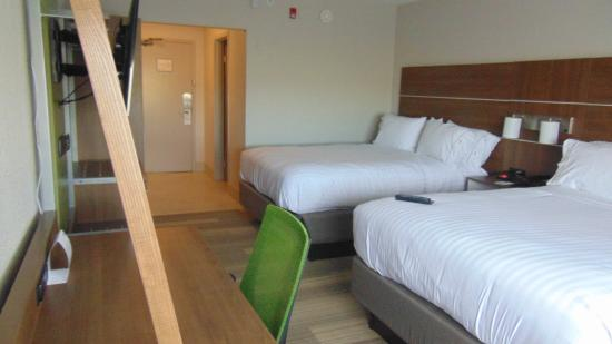 Wapakoneta, OH: Double Bed Guest Room