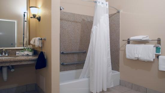 Leland, NC: Guest Bathroom