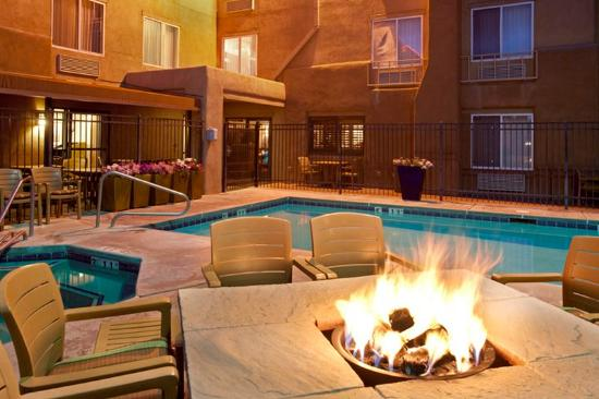 Inn At Santa Fe : Pool And Fire Pits