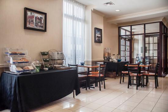 Orillia, Kanada: Breakfast bar