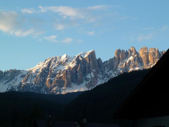 Nova Levante, İtalya: Sguardo dal balcone sul Latemar