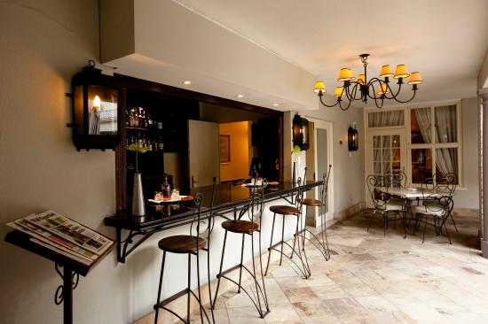 10 2nd Avenue Houghton Estate : Welcome Bar