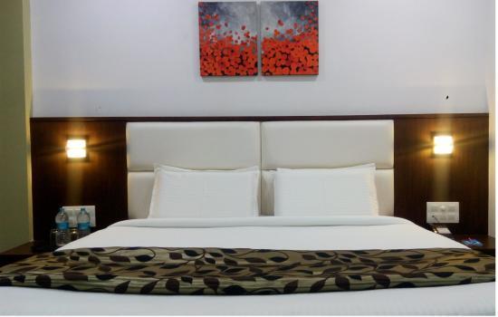 Crimson Park Shripriya Hotel