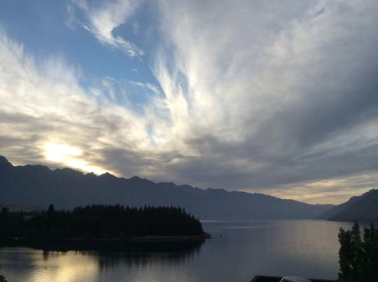 Rydges Lakeland Resort Hotel Queenstown: Sunrise