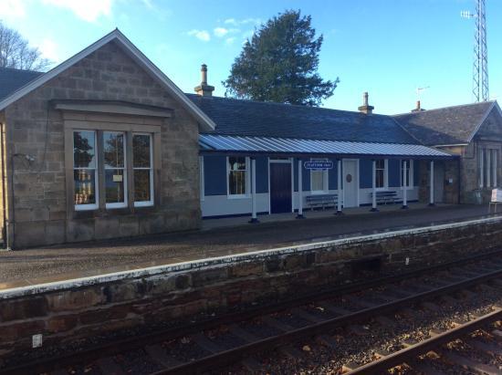 Platform side