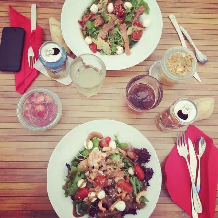 Au Phil des saisons: Salades (4 ingrédients), boissons, desserts (coupe de fraise, compote de pommes)