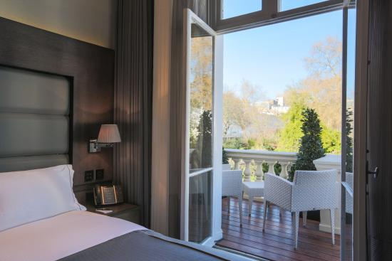 Signature king room with balcony picture of eccleston for Balcony booking