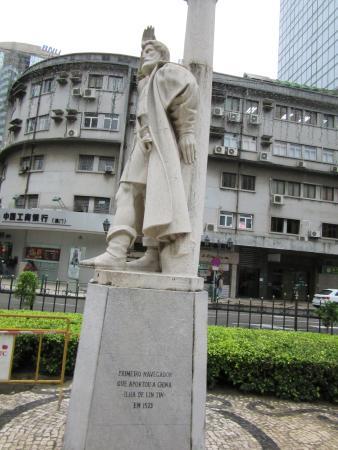 Jorge Alvares Monument Picture