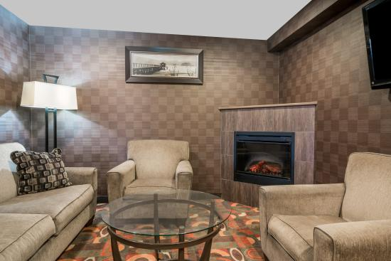 Baymont Inn & Suites Eau Claire WI : Sit in the comfort of our hotel lounge