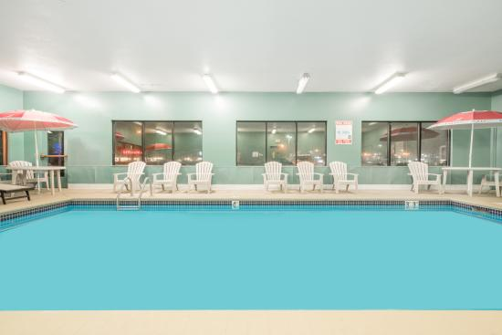 Baymont Inn & Suites Eau Claire WI : Come relax in our heated indoor pool