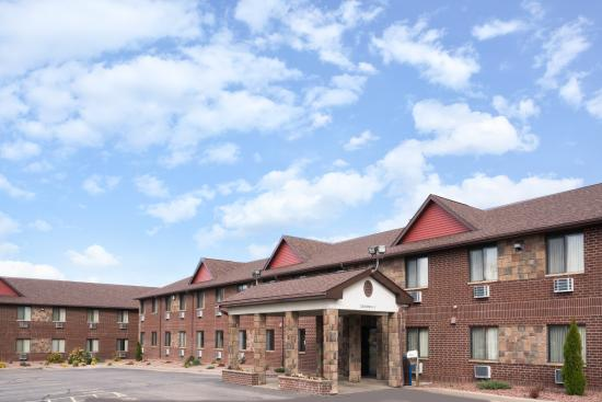 Baymont Inn & Suites Eau Claire WI: Hometown Hospitality