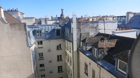 París, Francia: The view from the Argenson apartment....Paris Autrement rental company.