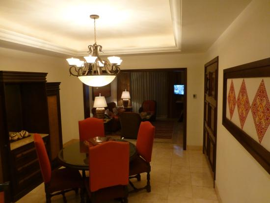Grand Solmar Land's End Resort & Spa: Location of the Murphy bed in the 1 bedroom suite. Along the right wall just beyond the picture.