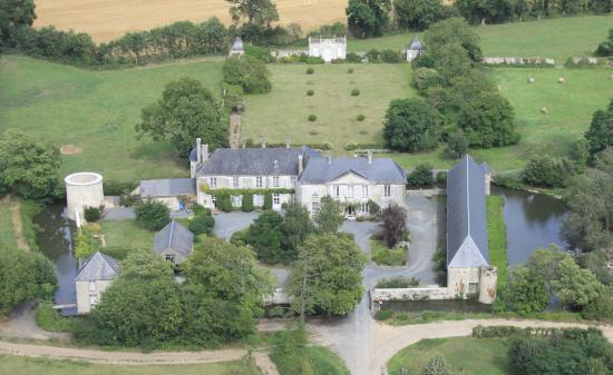 vue générale chateau de Vouilly