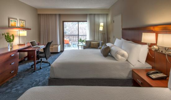 Courtyard Dallas Addison/Midway: Double/Double Guest Room